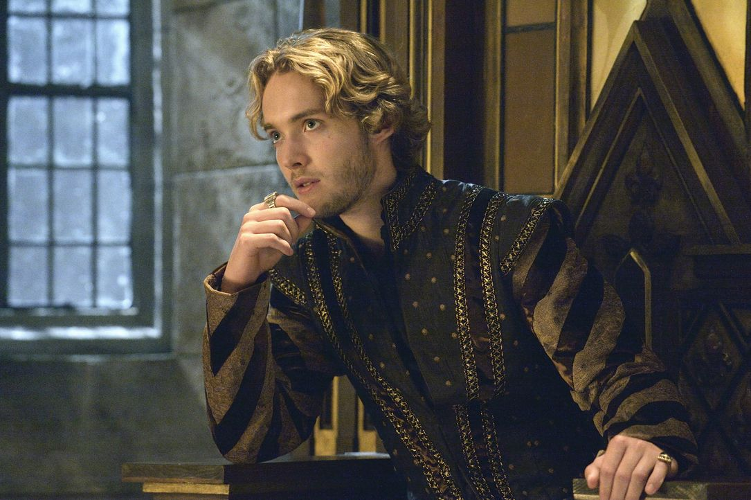 Nachdem mehrere unbekannte Reiter einen Schäfer brutal angegriffen haben, setzt Francis (Toby Regbo) Condé und Bash auf den Fall an ... - Bildquelle: Ben Mark Holzberg 2014 The CW Network, LLC. All rights reserved.