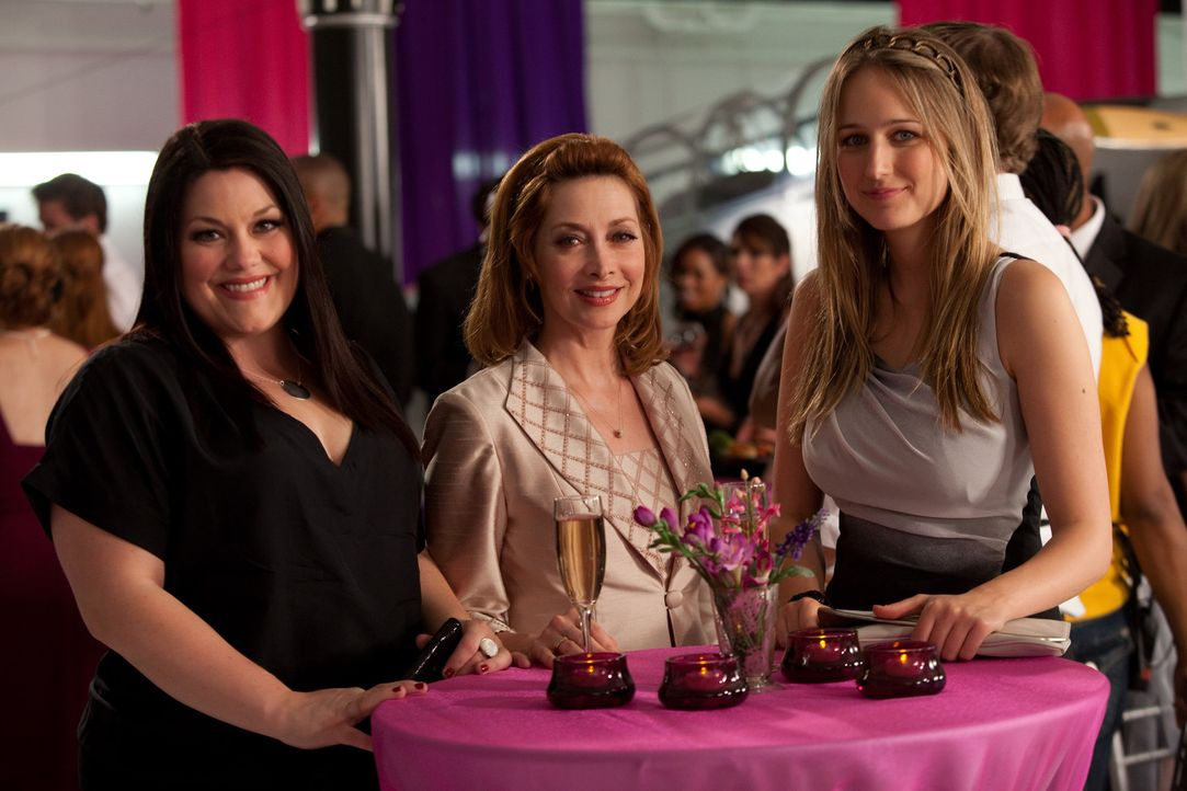 Versuchen alles, um einen Fall vor Gericht zu gewinnen: Jane (Brooke Elliott, l.), Bobbie (Sharon Lawrence, M.) und Samantha (Leelee Sobieski, r.) ... - Bildquelle: 2009 Sony Pictures Television Inc. All Rights Reserved.