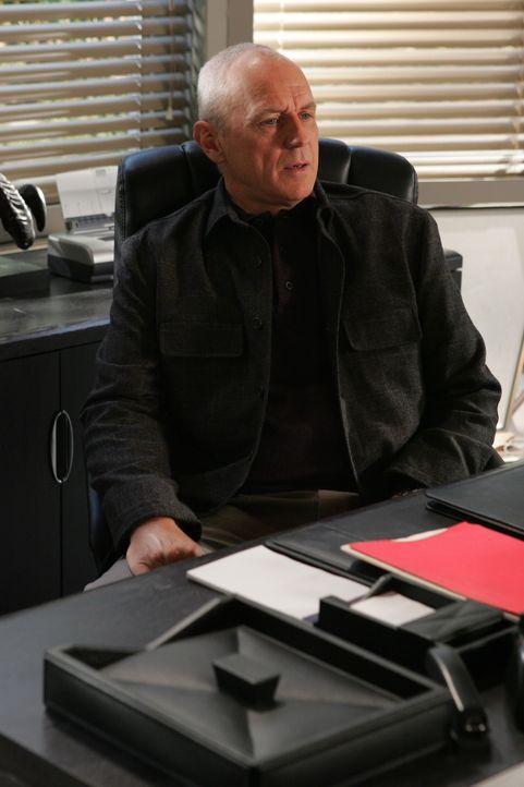 Trotz Julies Widerstand, will Caleb (Alan Dale) den Schritt wagen und Lindsay adoptieren ... - Bildquelle: Warner Bros. Television