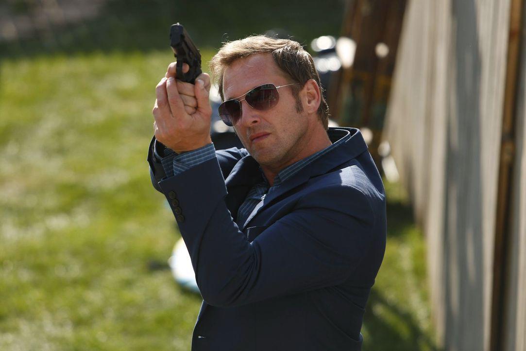 Geht auf Mörderjagd, nachdem in einem Badezimmer eine unidentifizierbare Leiche gefunden wurde: Jake (Josh Lucas) ... - Bildquelle: Warner Bros. Entertainment, Inc.
