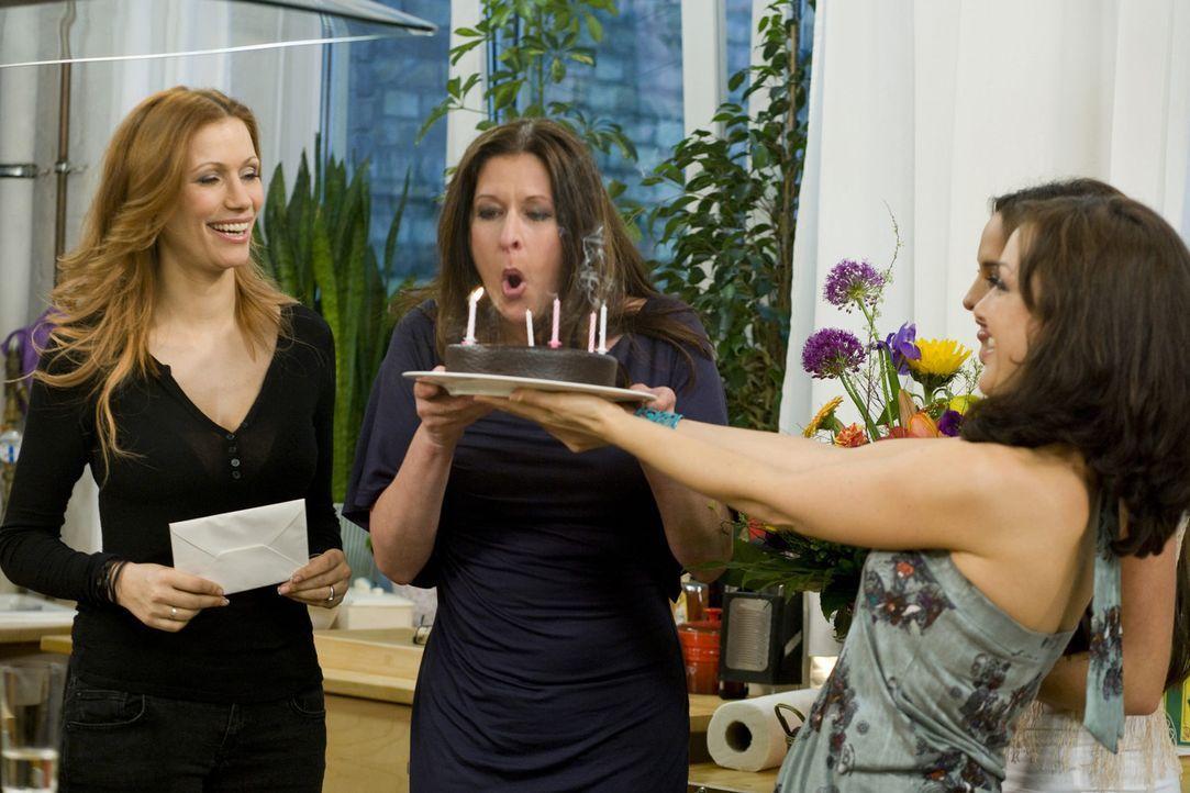 Feiern Geburtstag: Birgit Ehrenberg (M.), Yasmina Filali (l.) und Miriam Pielhau (r.) ... - Bildquelle: sixx