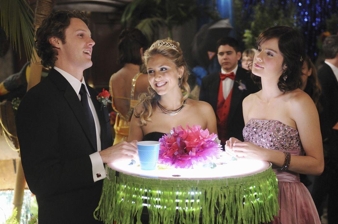 Lauren (Cassie Scerbo, M.) ist nach wie vor in Carter (Zachary Abel, l.) verliebt und lässt nichts unversucht, um ihn von ihren Reizen zu überzeug... - Bildquelle: 2010 Disney Enterprises, Inc. All rights reserved.