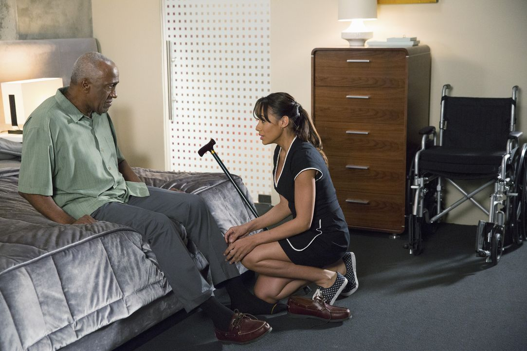 Rosie (Dania Ramirez, r.) versucht Kenneth (Willie C. Carpenter, l.) die Augen zu öffnen - mit fatalen Folgen ... - Bildquelle: 2014 ABC Studios