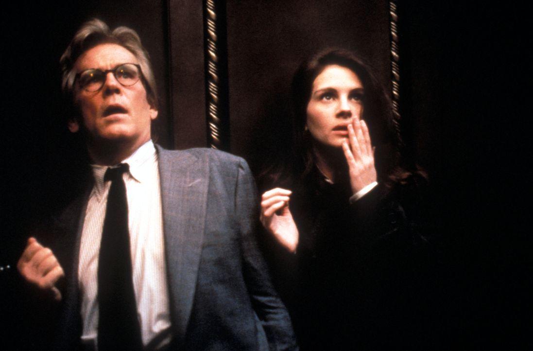 Ein tödlicher Wettlauf beginnt: Peter Brackett (Nick Nolte, l.) und Sabrina Peterson (Julia Roberts, r.) ... - Bildquelle: Peter Sorel Touchstone Pictures. All Rights Reserved.