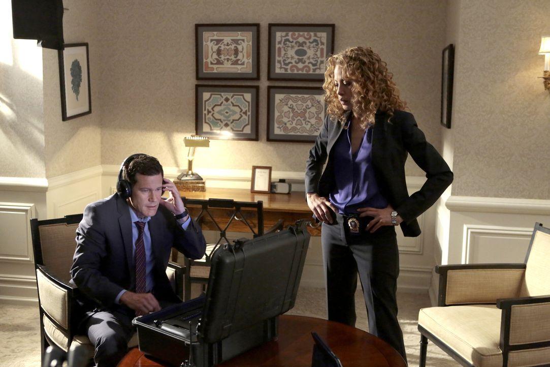 Ein dubioser Banküberfall beschäftigt die Ermittler Al Burns (Dylan Walsh, l.) und Cherie Rollins-Murray (Tawny Cypress, r.) ... - Bildquelle: 2013 Sony Pictures Television Inc. All Rights Reserved.