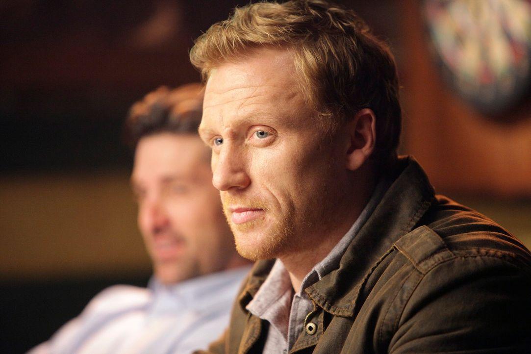 Sind entsetzt über Cristinas Verhalten: Owen (Kevin McKidd, r.) und Derek (Patrick Dempsey, l.) ... - Bildquelle: ABC Studios