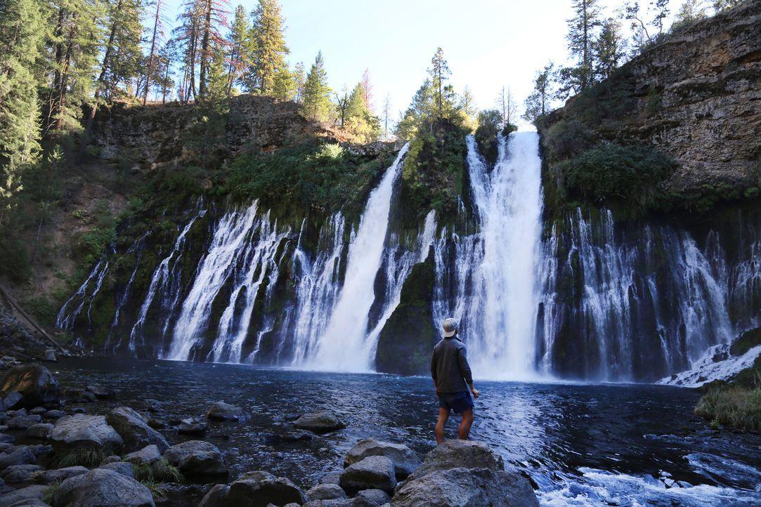 """Die Burney Falls in Kalifornien wurden nicht umsonst einst von Teddy Roosevelt, dem 26. Präsidenten der USA, als das """"achten Weltwunder"""" bezeichnet... - Bildquelle: 2016,The Travel Channel, L.L.C. All Rights Reserved:"""