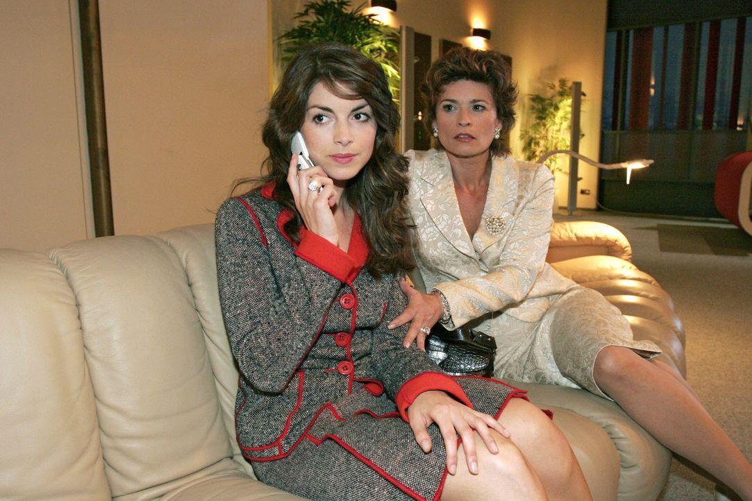 Nachdem Richard auf sie losgegangen ist, sucht Sophie (Gabrielle Scharnitzky, r.) vergeblich Trost bei Mariella (Bianca Hein, l.). - Bildquelle: Noreen Flynn SAT.1 / Noreen Flynn