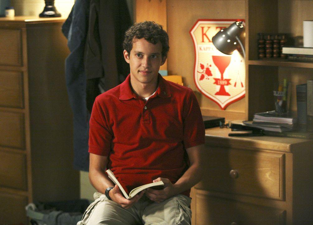 Das erste Jahr neigt sich dem Ende zu und Rusty (Jacob Zachar) zieht bald in das Verbindungshaus der Kappa Taus ... - Bildquelle: 2008 ABC Family