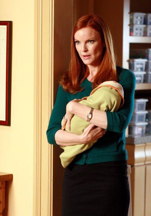Aus Angst vor Victor möchte Gabrielle mit Carlos die Stadt verlassen. Bree (Marcia Cross), Susan und Lynette sind bestürzt, wünschen ihr aber viel G... - Bildquelle: ABC Studios