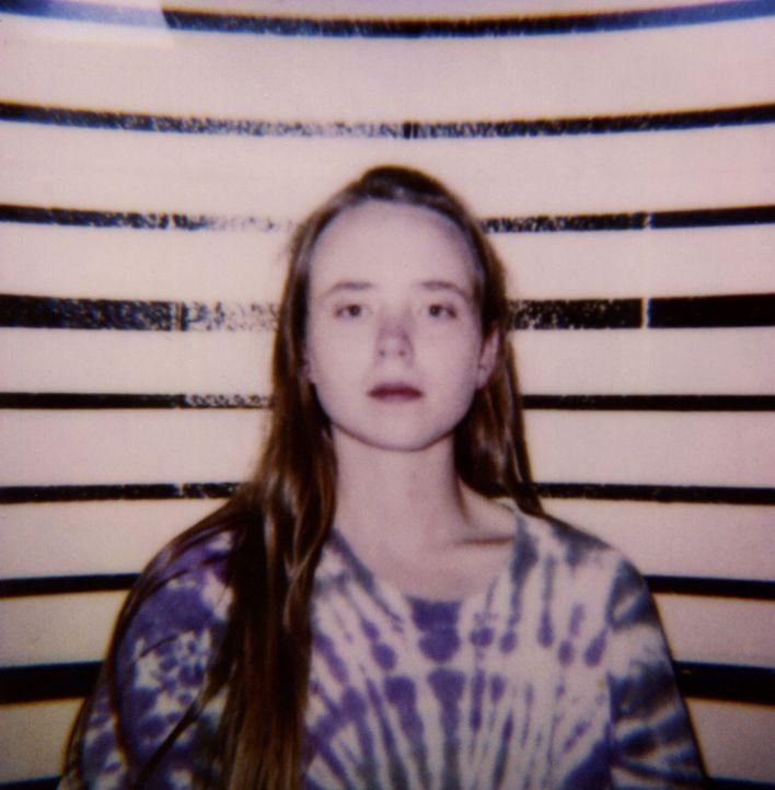 Sarah Edmonson (Bild) ist in einem behüteten Elternhaus aufgewachsen, doch die Liebe zu dem drogenabhängigen Ben Darrus führt sie auf einen dunklen... - Bildquelle: 2016 NBCUniversal Alle Rechte vorbehalten