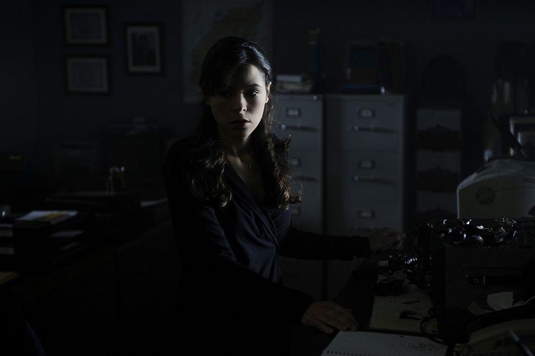 Abby (Elaine Cassidy) ist gerade mit den anderen im Hotel eingesperrt, als das Licht ausgeht. Schlägt der Mörder erneut zu? - Bildquelle: 2009 CBS Studios Inc. All Rights Reserved.