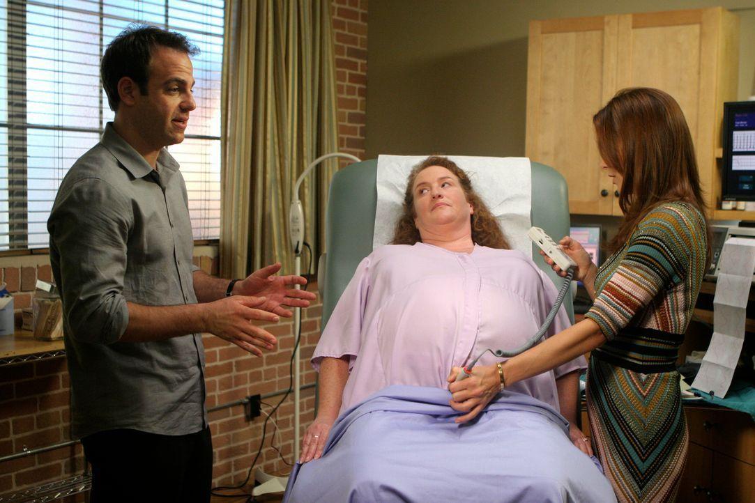 Kümmern sich um Ashley (Rusty Schwimmer, M.) die jeden Augenblick ihr Baby bekommen wird: Addiosn (Kate Walsh, r.) und Cooper (Paul Adelstein, l.)... - Bildquelle: 2007 American Broadcasting Companies, Inc. All rights reserved.
