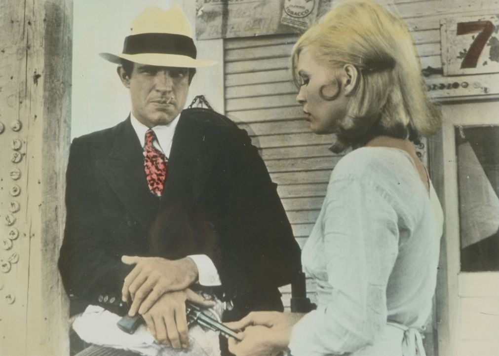 Das Gangsterpärchen Bonnie (Faye Dunaway, r.) und Clyde (Warren Beatty, l.) will sich endlich den Traum von Freiheit und Reichtum erfüllen, wofür... - Bildquelle: Warner Bros.