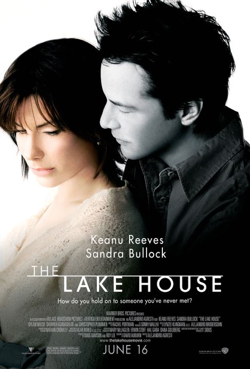 """""""Was hält die beiden Liebenden voneinander fern?"""" Der Architekt Alex Wyler (Keanu Reeves, r.) und die hübsche Kate Forster (Sandra Bullock, l.) sind... - Bildquelle: Warner Brothers International Television Distribution Inc."""