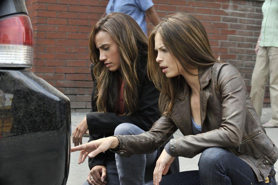Nachdem ein Richter in einer Tiefgarage mehrmals von einem Auto überfahren wurde, machen sich Tess (Nina Lisandrello, l.) und Catherine (Kristin Kre... - Bildquelle: 2012 The CW Network, LLC. All rights reserved.