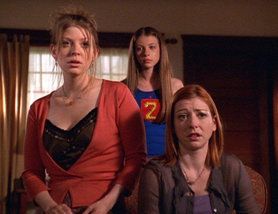 Tara (Amber Benson, l.), Dawn (Michelle Trachtenberg, M.) und Willow (Alyson Hannigan) machen sich großen Sorgen um Buffy. - Bildquelle: TM +   2000 Twentieth Century Fox Film Corporation. All Rights Reserved.