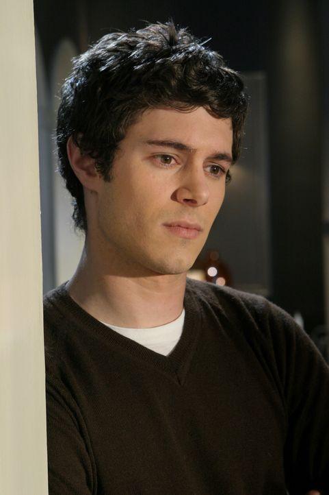 Als Seth (Adam Brody) Summer an der Brown Universität besucht, findet er ihr Wohnheimzimmer leer vor. Er macht sich Sorgen ... - Bildquelle: Warner Bros. Television