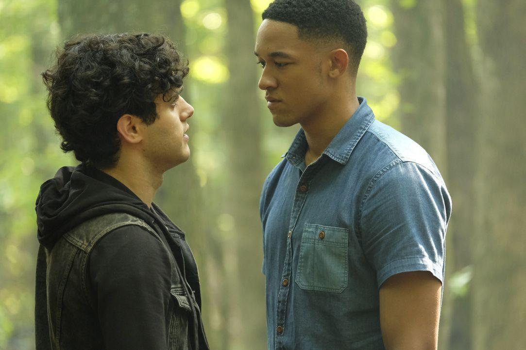 Landon Kirby (Aria Shahghasemi, l.); Rafael Waithe (Peyton Alex Smith, r.) - Bildquelle: Mark Hill 2018 The CW Network, LLC. All rights reserved. / Mark Hill
