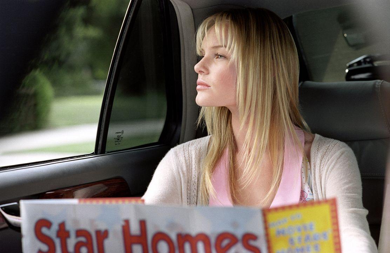 Macht sich auf, um den Hollywoodstar Tad Hamilton zu treffen: Rosalee (Kate Bosworth) ... - Bildquelle: 2004 DreamWorks LLC. All Rights Reserved.