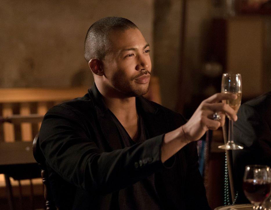 Während sich Marcel (Charles Michael Davis) weiterhin das Vertrauen von Aya erschleicht, müssen Klaus und Elijah erkennen, dass sie wirklich keinem... - Bildquelle: Warner Bros. Entertainment, Inc.