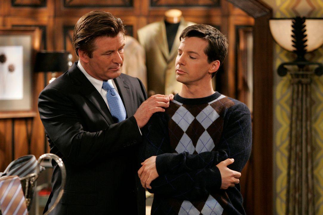 Malcolm (Alec Baldwin, l.) versucht mit allen Mitteln von Jack (Sean Hayes, r.) und Stanley den Segen für seine Beziehung zu Karen zu bekommen ... - Bildquelle: NBC Productions