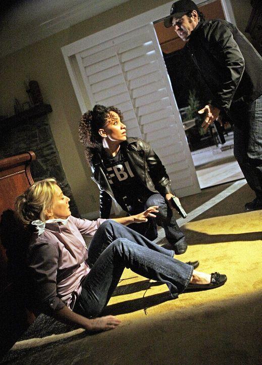 Nikki (Sophina Brown, M.) und Don (Rob Morrow, r.) werden zu einer Serie von Wohnungseinbrüchen hinzugezogen. Sie kommen gerade noch rechtzeitig, be... - Bildquelle: Paramount Network Television