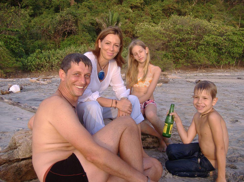 Vor zwei Jahren ist Familie Scheidt von Deutschland nach Costa Rica ausgewandert. Doch nach zwei Jahren hat sich der Alltagsstress und -trott in das... - Bildquelle: kabel eins