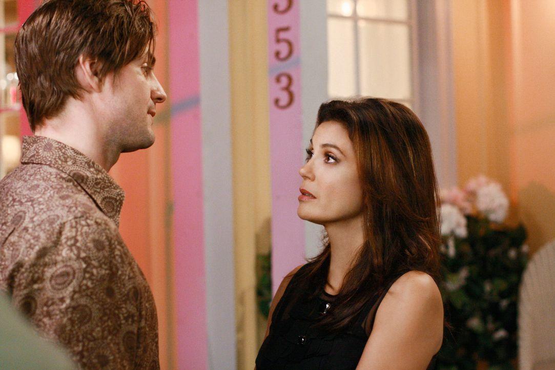 Auf der Überraschungsparty zu Mrs. McCluskeys Geburtstag kommt es zwischen Susan (Teri Hatcher, r.) und Jackson (Gale Harold, l.) zu einer Auseinand... - Bildquelle: ABC Studios