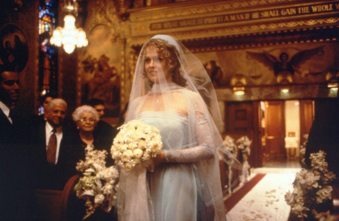Tritt vor den Alter, um gemeinsam mit ihrer Tochter Page den reichen Ehemann nach der Hochzeit auszunehmen: die professionelle Herzensbrecherin Max... - Bildquelle: Studiocanal