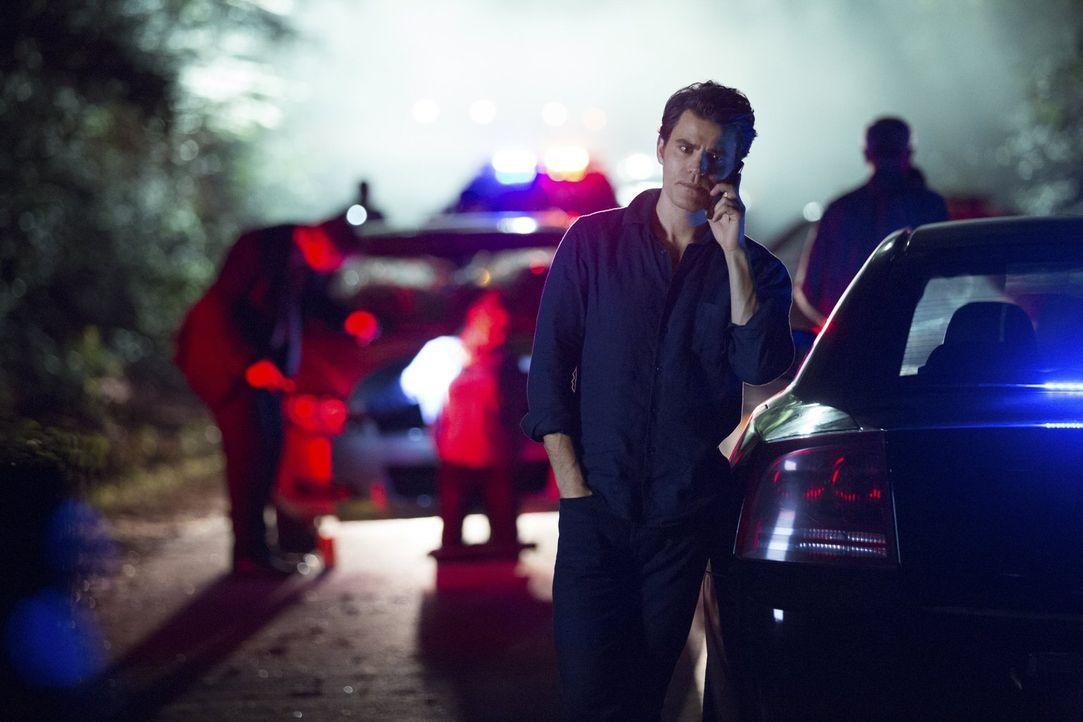 Kommen Stefan (Paul Wesley) und Bonnie Enzo und Damon endlich auf die Spur, nachdem Enzo den Rest seiner Selbstkontrolle nutzt, um Bonnie mehrere Ze... - Bildquelle: Warner Bros. Entertainment, Inc.