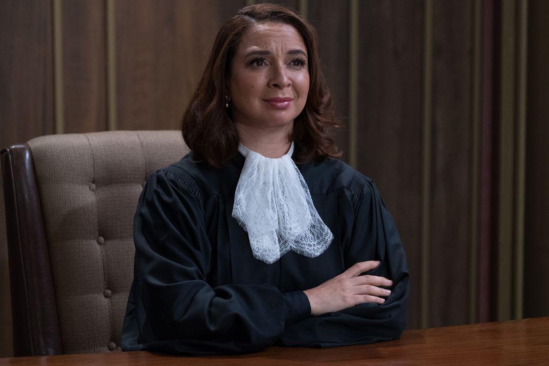 Richterin Gen (Maya Rudolph) hat das Schicksal von Eleanor, Chidi, Tahani und Jason in der Hand. Wie wird sie entscheiden? - Bildquelle: Colleen Hayes 2017 Universal Television LLC. ALL RIGHTS RESERVED.