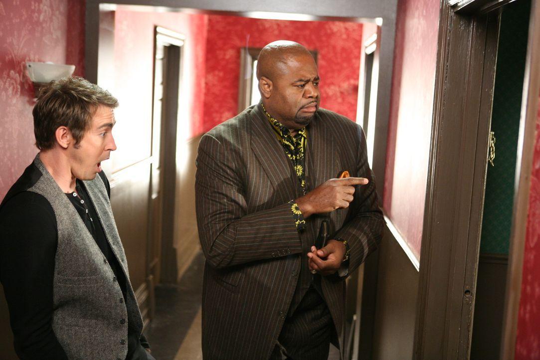 Wollen einen Mordfall aufklären: Ned (Lee Pace, l.) und Emerson Cod (Chi McBride, r.) ... - Bildquelle: Warner Brothers