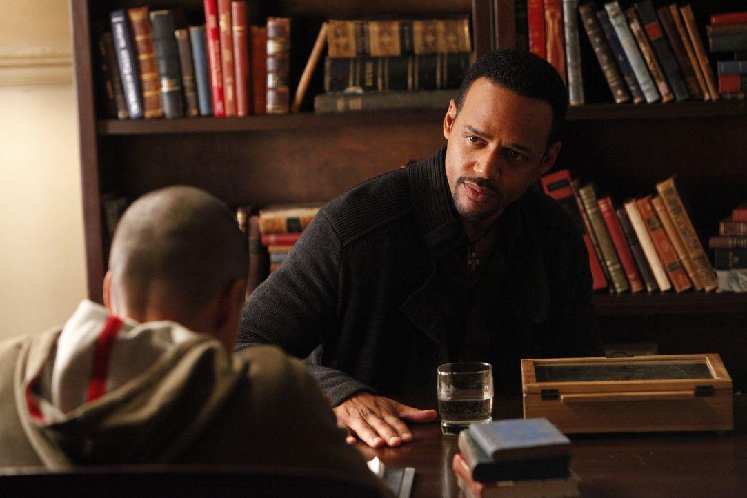 Lukas (Bryton James, l.) Vater ist zu allem bereit: Dr. Jonas Martin (Randy J. Goodwin, r.)... - Bildquelle: Warner Brothers