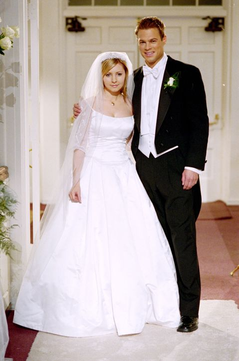 Der große Tag ist endlich gekommen. Kevin (George Stults, r.) und Lucy (Beverly Mitchell, l.) werden sich heute das Ja-Wort geben. - Bildquelle: The WB Television Network