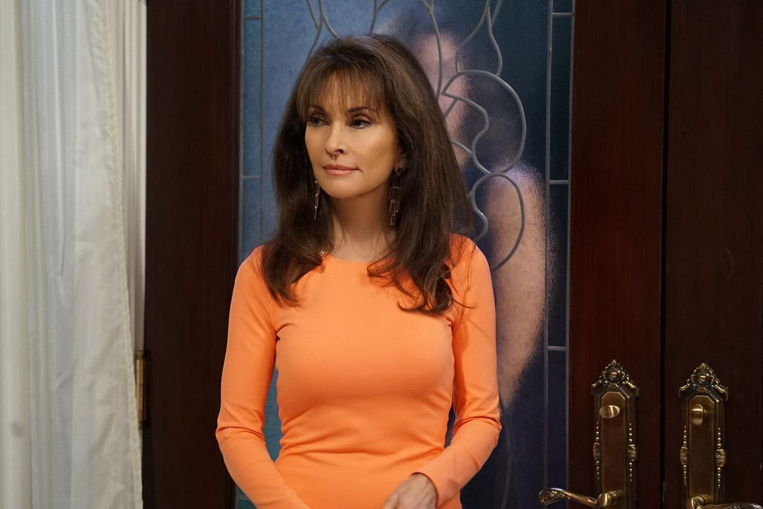 Marisol macht eine schockierende Entdeckung Genevieve (Susan Lucci) und den Filmstudio Chef Peter Hudson betreffend ... - Bildquelle: Annette Brown 2016 American Broadcasting Companies, Inc. All rights reserved.