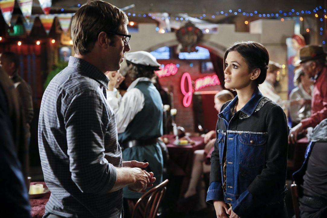 Als Zoe (Rachel Bilson, r.) erfährt, dass Joel (Josh Cooke, l.) unqualifizierte Arbeiter für die Renovierung des Hauses engagiert hat, ist sie mehr... - Bildquelle: Warner Brothers