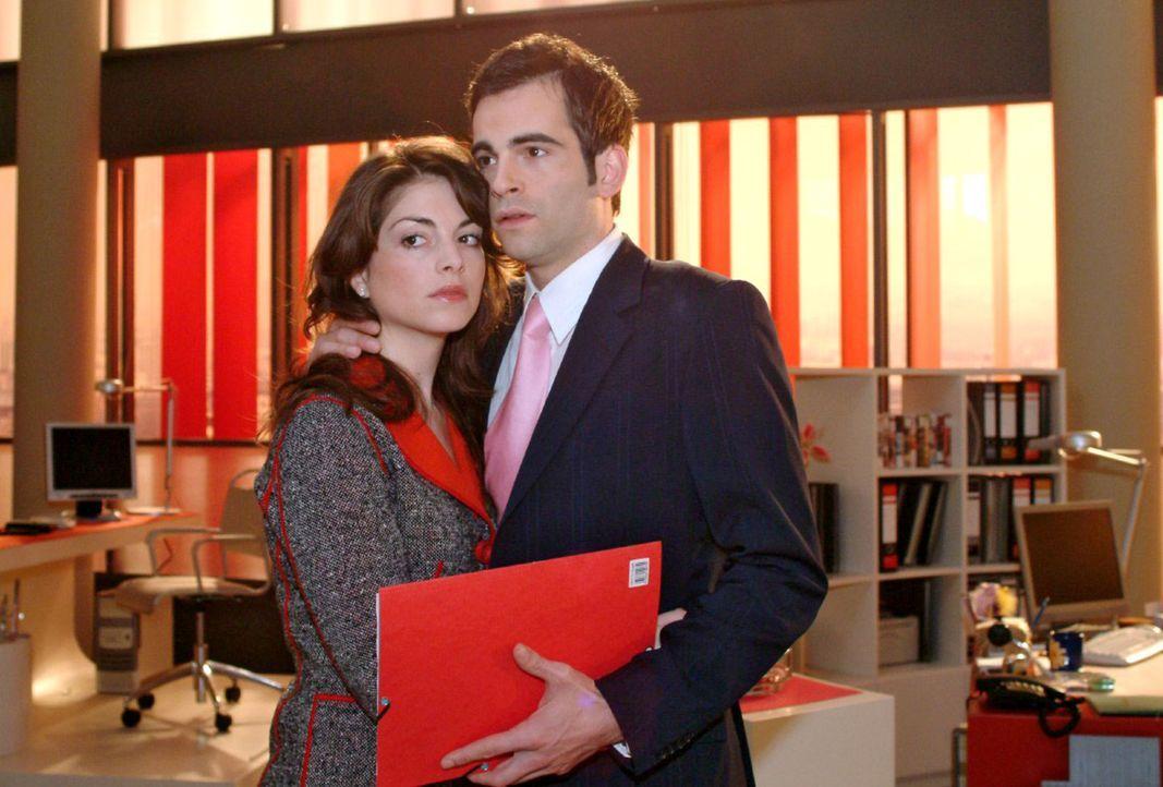 Mariella (Bianca Hein, l.) und David (Mathis Künzler, r.) geraten nach einer Sitzung aneinander, weil David sich gegen eine von Richard vorgeschlag... - Bildquelle: Sat.1