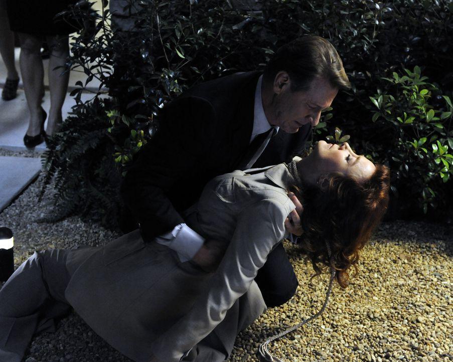 Um ihren Freunden zu eröffnen, dass sie ein Baby erwarten, geben Taylor und Michael (Brett Cullen, l.) eine Dinnerparty. Doch dann taucht Olivia (Va... - Bildquelle: ABC Studios