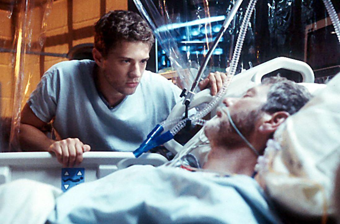 Erlebt seine Vergangenheit auf ziemlich schmerzhafte Weise: Simon (Ryan Phillippe, l.) ... - Bildquelle: Miramax Films