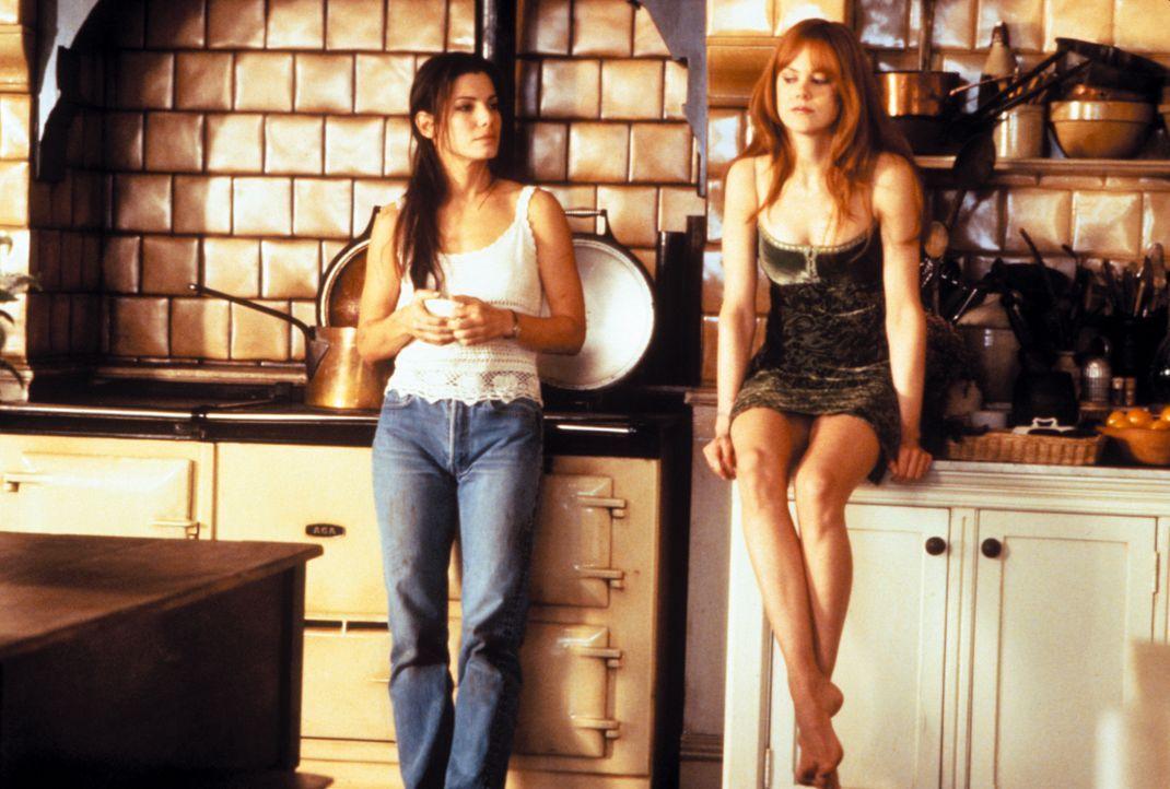 Auf den beiden hübschen Hexenschwestern Sally (Sandra Bullock, l.) und Gillian (Nicole Kidman, r.) lastet ein uralter Fluch. Jeder Mann, der sich in... - Bildquelle: Warner Brothers