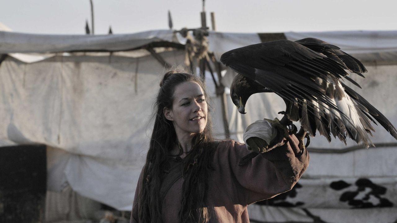 Als es Marie (Alexandra Neldel) gelingt, das Vertrauen des Adlers des Großfürsten Terbent Khan zu gewinnen, ändert sich das Verhalten aller Fraue... - Bildquelle: Jiri Hanzl SAT.1