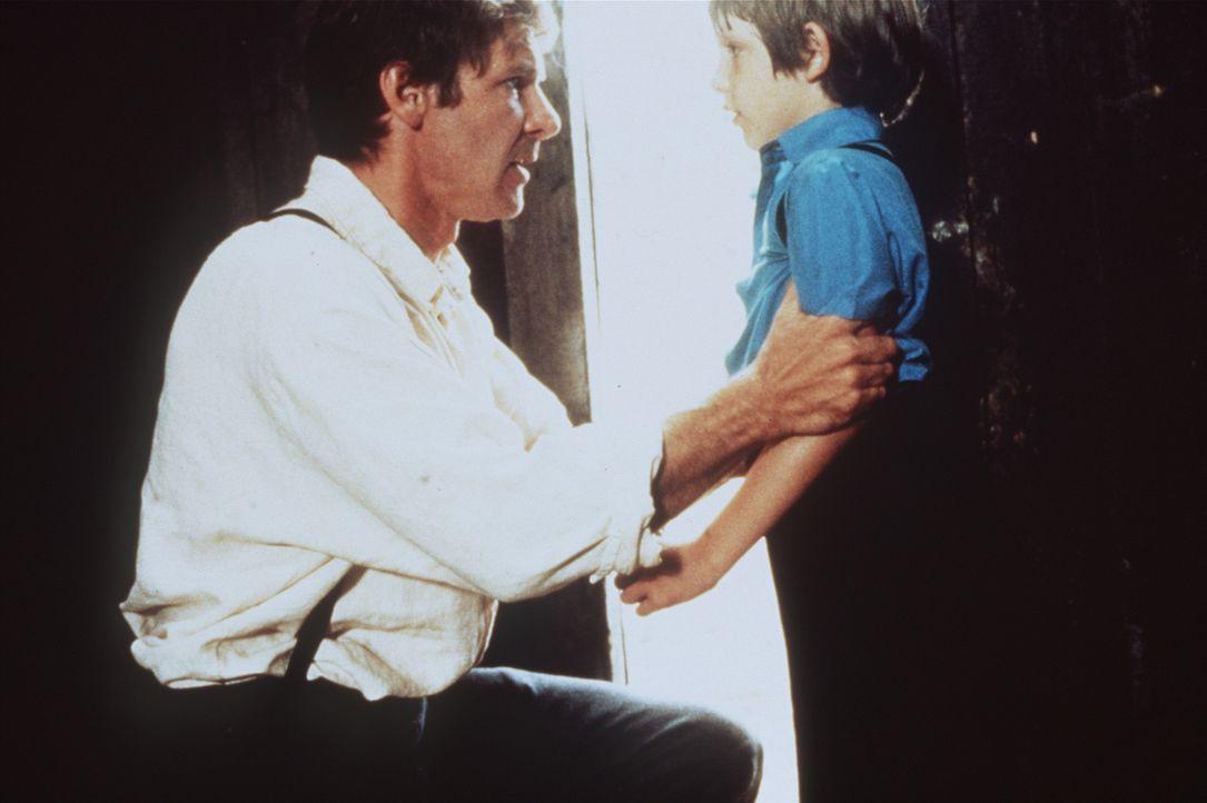 Der acht-jährige Sam (Lukas Haas, r.) ist der einzige Zeuge eines Mordes, den Polizeidetektiv John Book (Harrison Ford, r.) aufklären soll. Doch S... - Bildquelle: Paramount Pictures