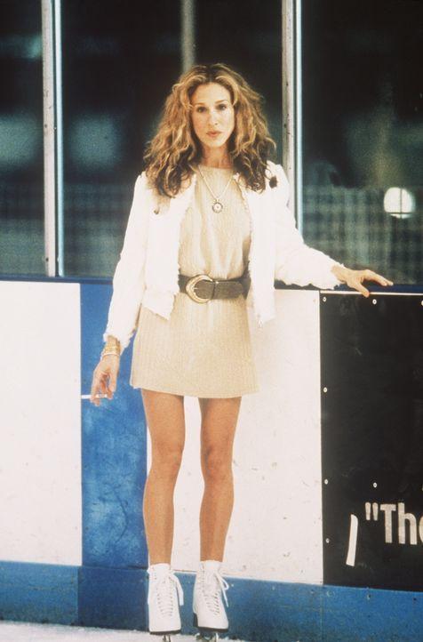 Mit ihrem jungen Freund steht Carrie (Sarah Jessica Parker) plötzlich wieder auf Schlittschuhen. - Bildquelle: Paramount Pictures
