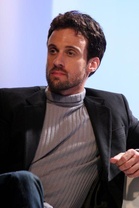 Ryan leidet sehr darunter, dass Henri-Michel (Henri Lubatti), Taylors Ex-Mann, in Newport ist und Unfrieden stiftet ... - Bildquelle: Warner Bros. Television