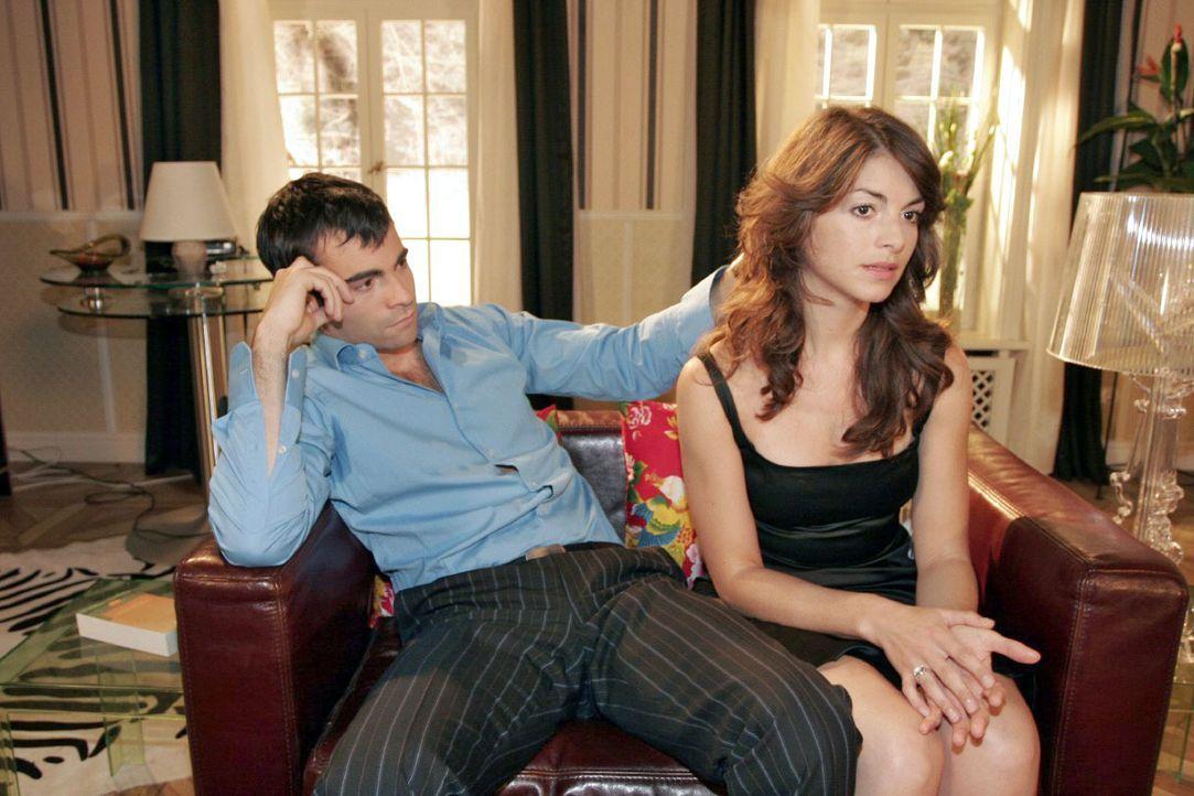 Zwischen David (Mathis Künzler, l.) und Mariella (Bianca Hein, r.) gibt es immer mehr Missstimmungen. - Bildquelle: Noreen Flynn SAT.1 / Noreen Flynn