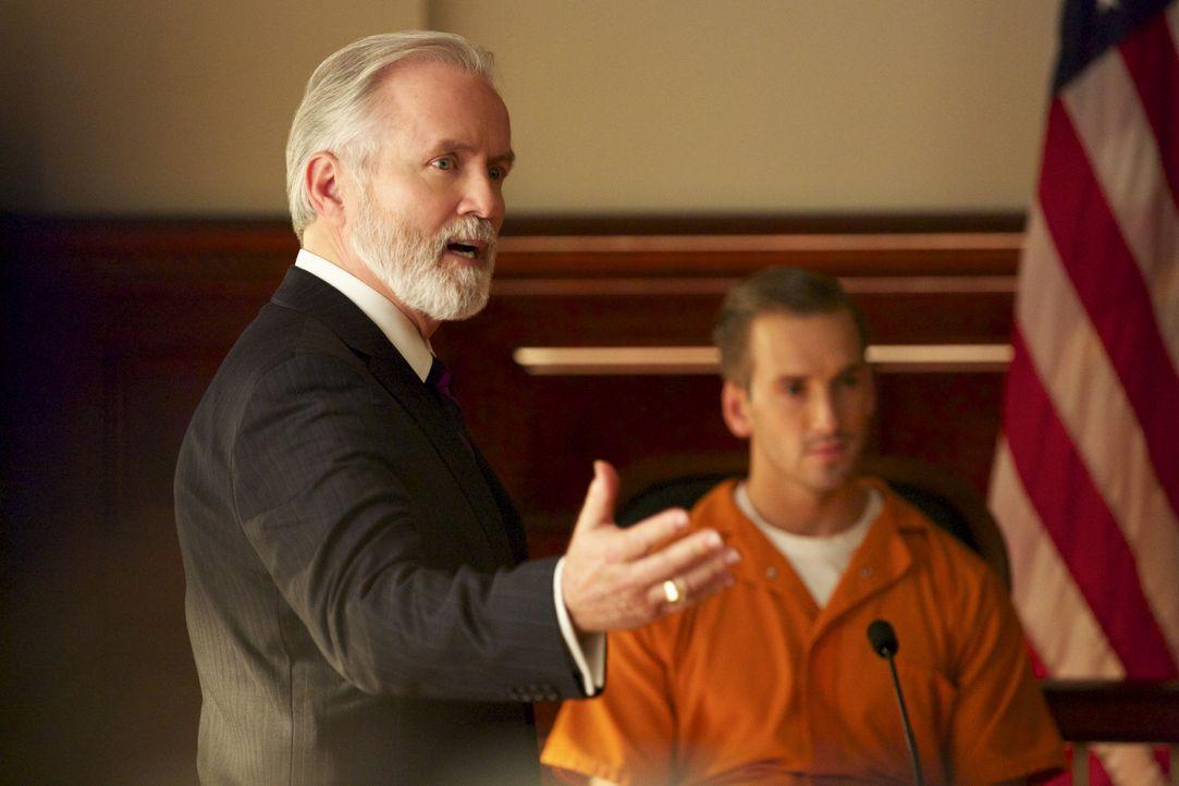 Jamie vermutet, dass Generalbundesanwalt Emmett Hayes (Lindsay Ayliffe, l.) damals bei dem Fall von Max Carlyle (Will Rothhaar, r.) nicht ausreichen... - Bildquelle: 2013 CBS BROADCASTING INC. ALL RIGHTS RESERVED.