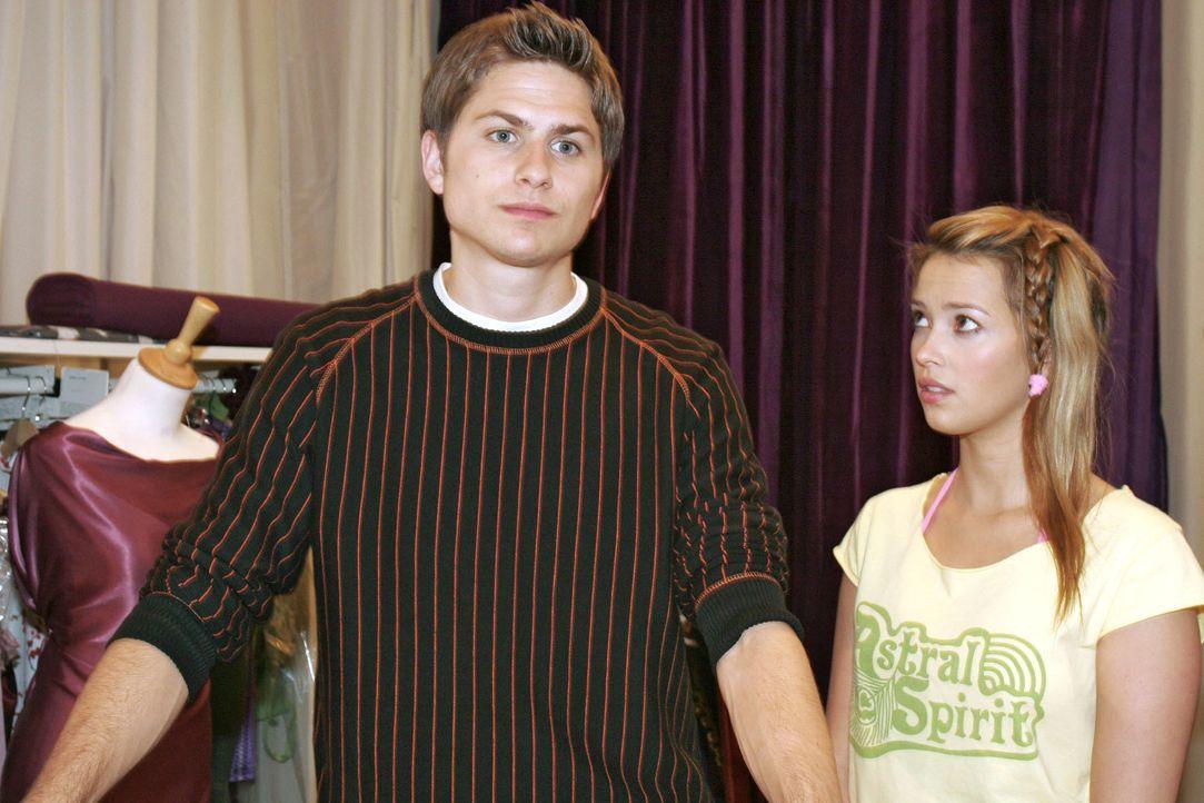 Hannah (Laura Osswald, r.) will mit Timo (Matthias Dietrich, l.) über ihre Gefühle reden, doch sie erkennt, dass es zwecklos ist ... - Bildquelle: Noreen Flynn SAT.1 / Noreen Flynn
