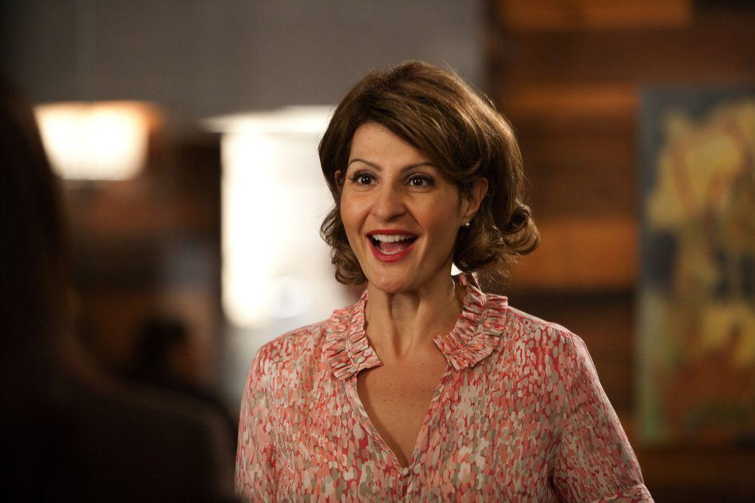 Glaubt, dass sie bei der Geburt vertauscht wurde und sucht deshalb Hilfe bei Jane: Lisa Shane (Nia Vardalos) ... - Bildquelle: 2009 Sony Pictures Television Inc. All Rights Reserved.