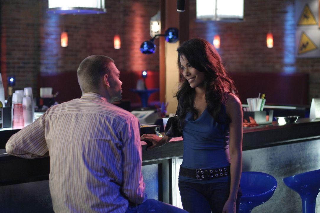 Sie können die Finger nicht voneinander lassen: Lucas (Chad Michael Murray, l.) und Anna (Daniella Alonso, r.) ... - Bildquelle: Warner Bros. Pictures
